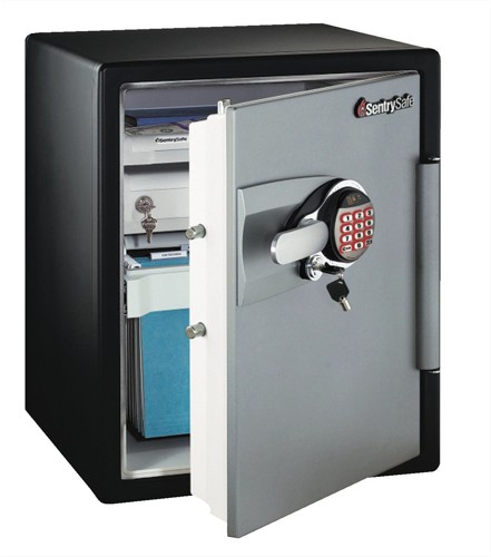 Sentry Fire-Safe Water-Resistant Safe 2hr Fire Protection 56.6 Litre 95.7kg W472xD491xH603mm Ref OA5835