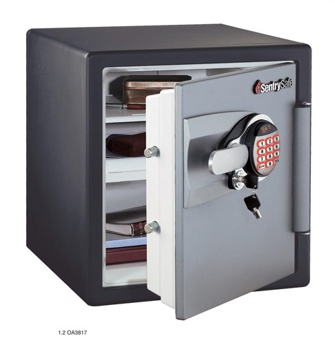 Sentry Fire-Safe Water-Resistant Safe 2hr Fire Protection 33.6 Litre 62.1kg W415xD491xH453mm Ref OA3817
