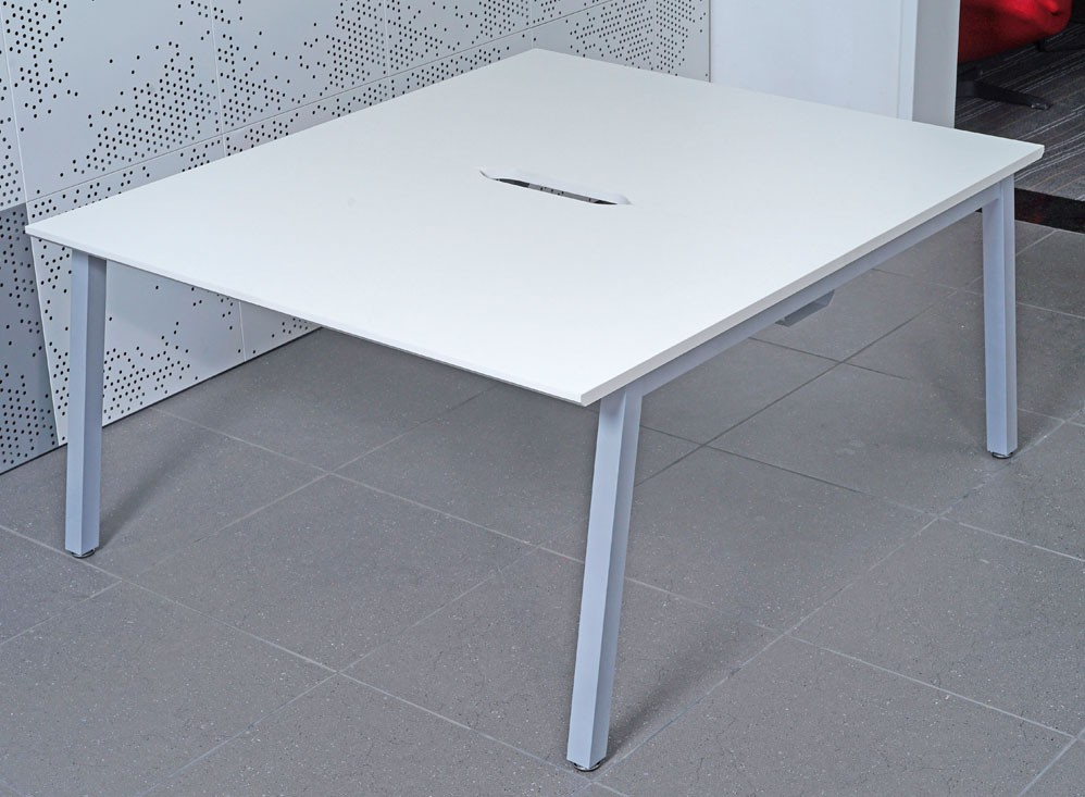 Bench 1600mm Back to Back Desk Starter (WxDxH) 1600x800x730mm (White Tops, Leg Colour must be specified)